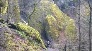Multnomah Falls, big rocks